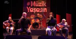 Sahne Bursalı müzisyenlerin