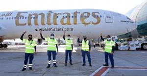 Emirates, Tüm Müşteri Temas Noktalarında Tamamen Aşılanmış Ön Saftaki Ekipleriyle Hizmet Verdiği İlk Uçuşunu Gerçekleştirdi