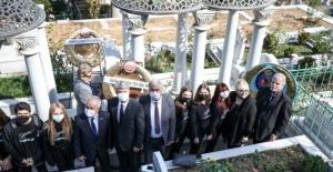 Zeki Müren vefatının 25. yılında kabri başında anıldı
